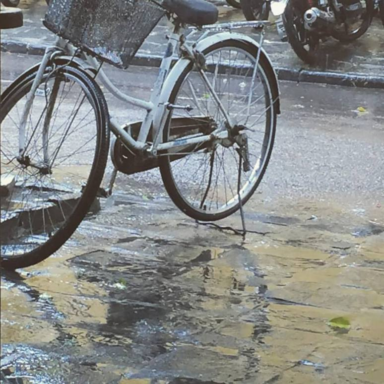 rainy-day-bicycle-hoi-an